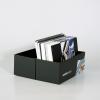 … bevat ons papiers- en materiaalstalenboek met voorbeelden van papier, grootformaat drukwerk evenals materiaalvoorbeelden van andere reclamesystemen